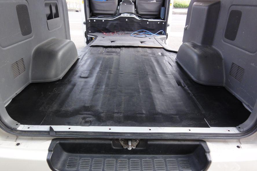 ハイエース荷台部分の防音シート