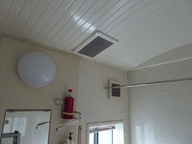 既設の換気扇 天井プラス壁面取付
