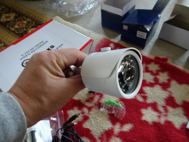 屋外用監視カメラ