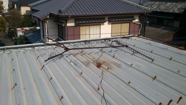 アパート屋上のアンテナ倒壊
