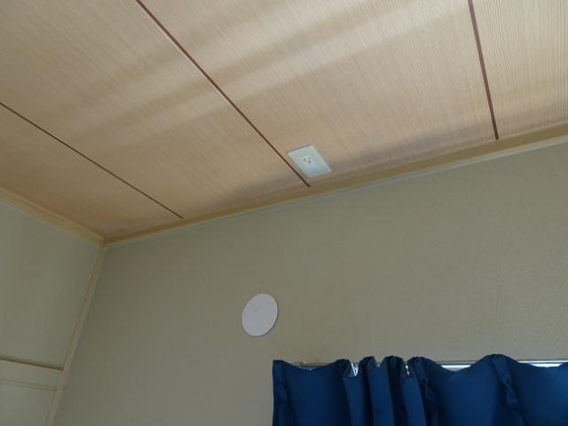 アパートの部屋にエアコン配管用穴あけ