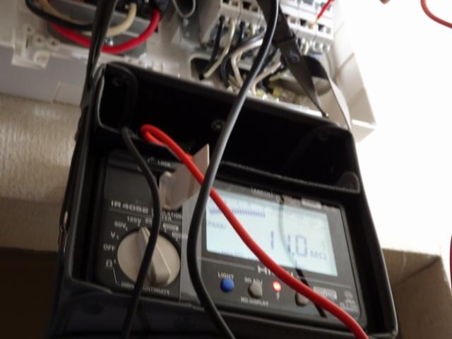 絶縁テスターで回路の測定