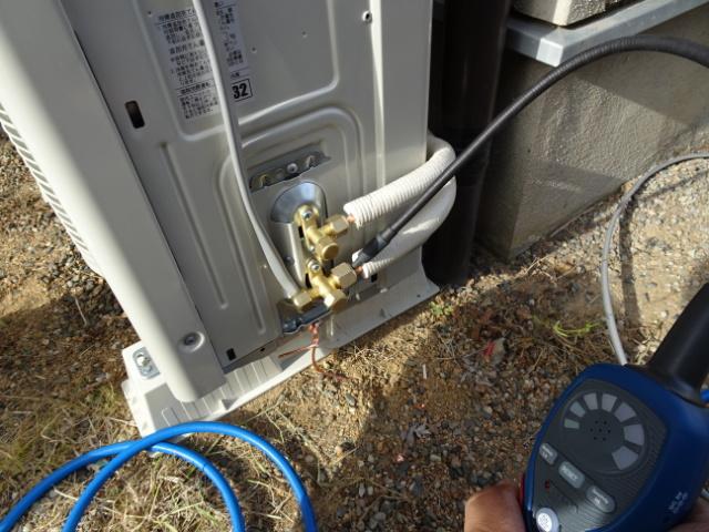 ガス漏れチェッカーで万一のガス漏れを確認