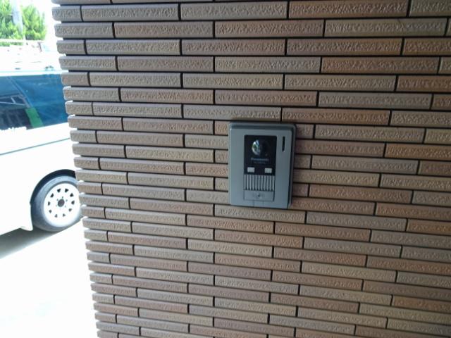 玄関子機も取り替えます