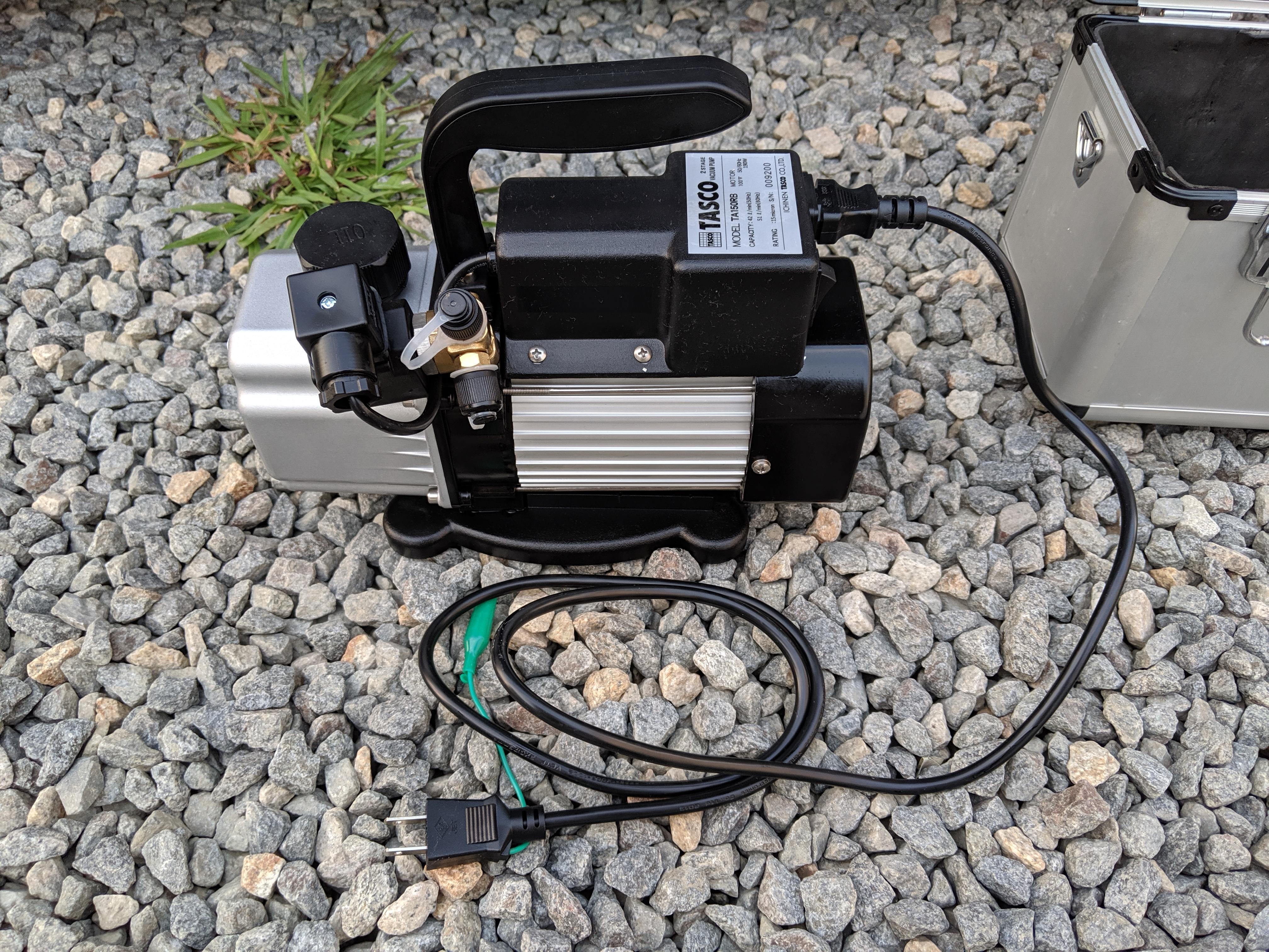 エアコン工事用の真空ポンプ