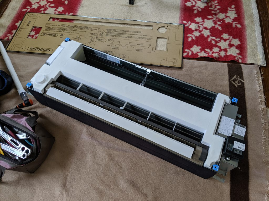 ハウジングエアコンの天井カセット室内機