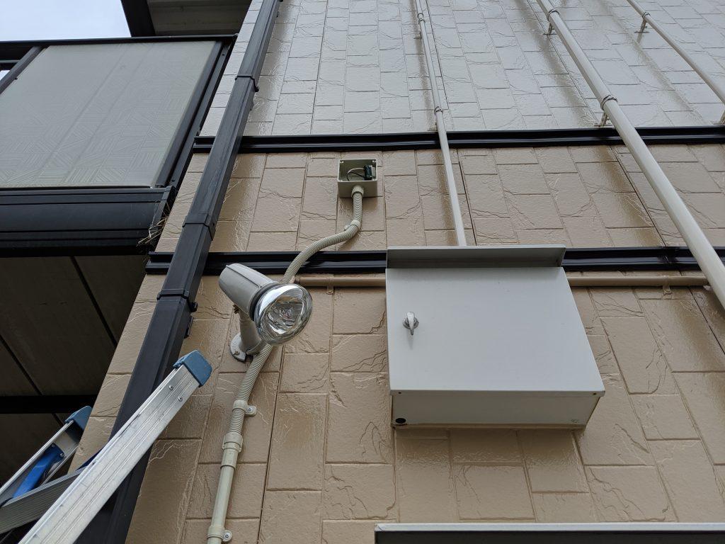 別の監視カメラ用の電源も配管配線