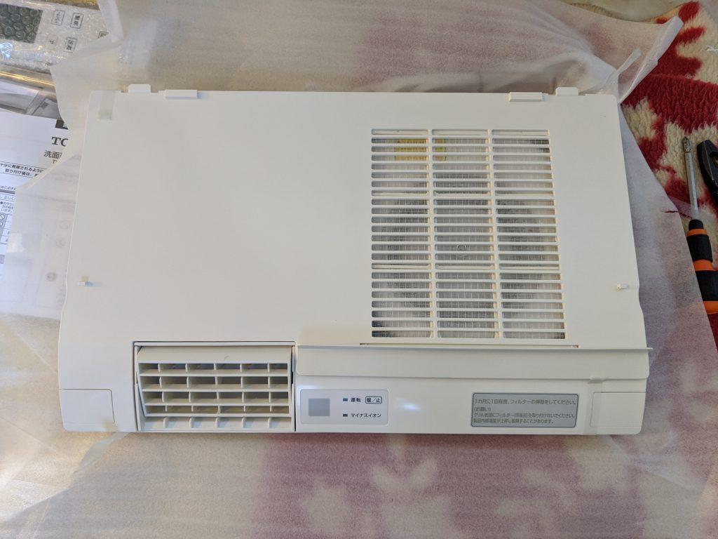 TOTOの洗面所暖房機を開けていきます