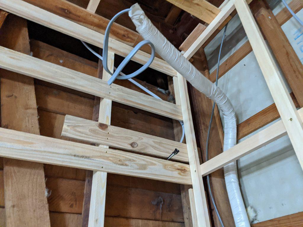 ルームエアコンの隠蔽配管の先行配管
