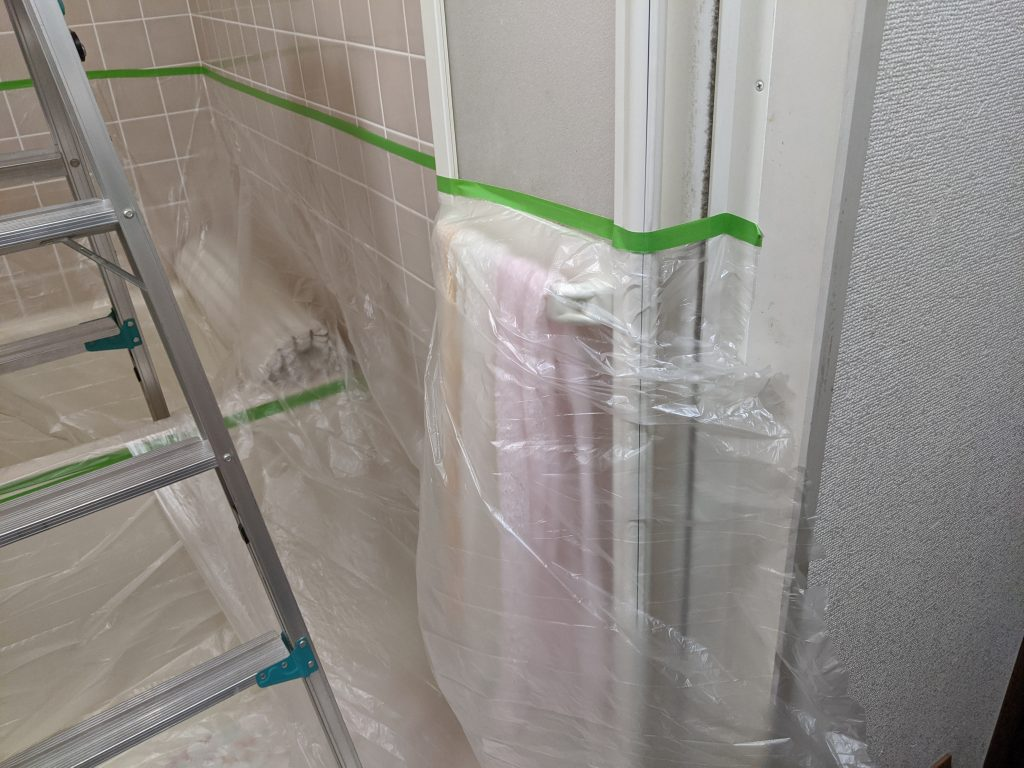 浴室の換気扇工事の前に養生