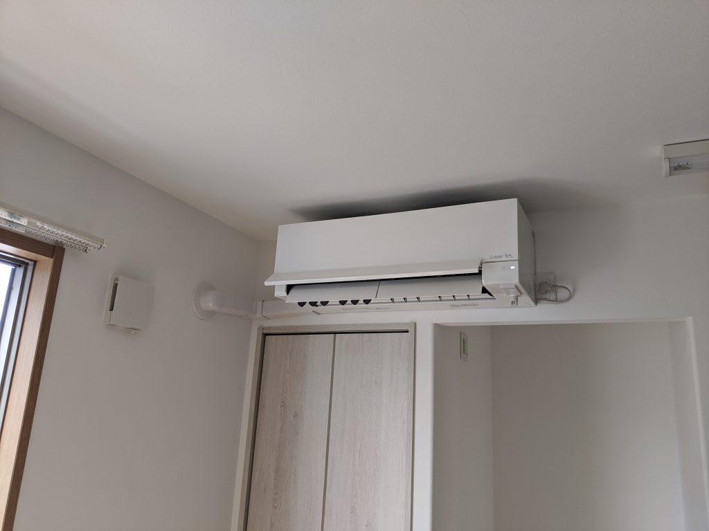 リビングのエアコン室内機取付