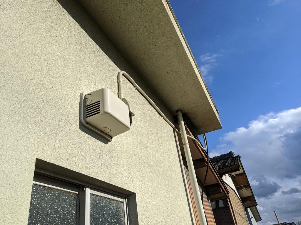 換気扇の屋外ユニット部分の取付