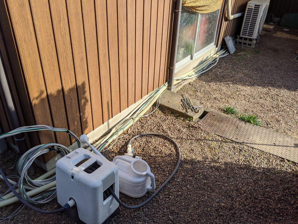 給水管等と一緒にスッキリ配線
