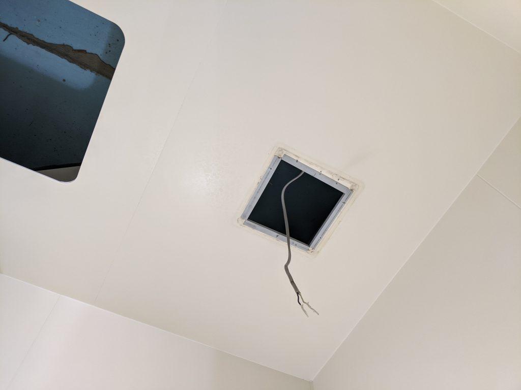風呂天井の換気扇用開口穴
