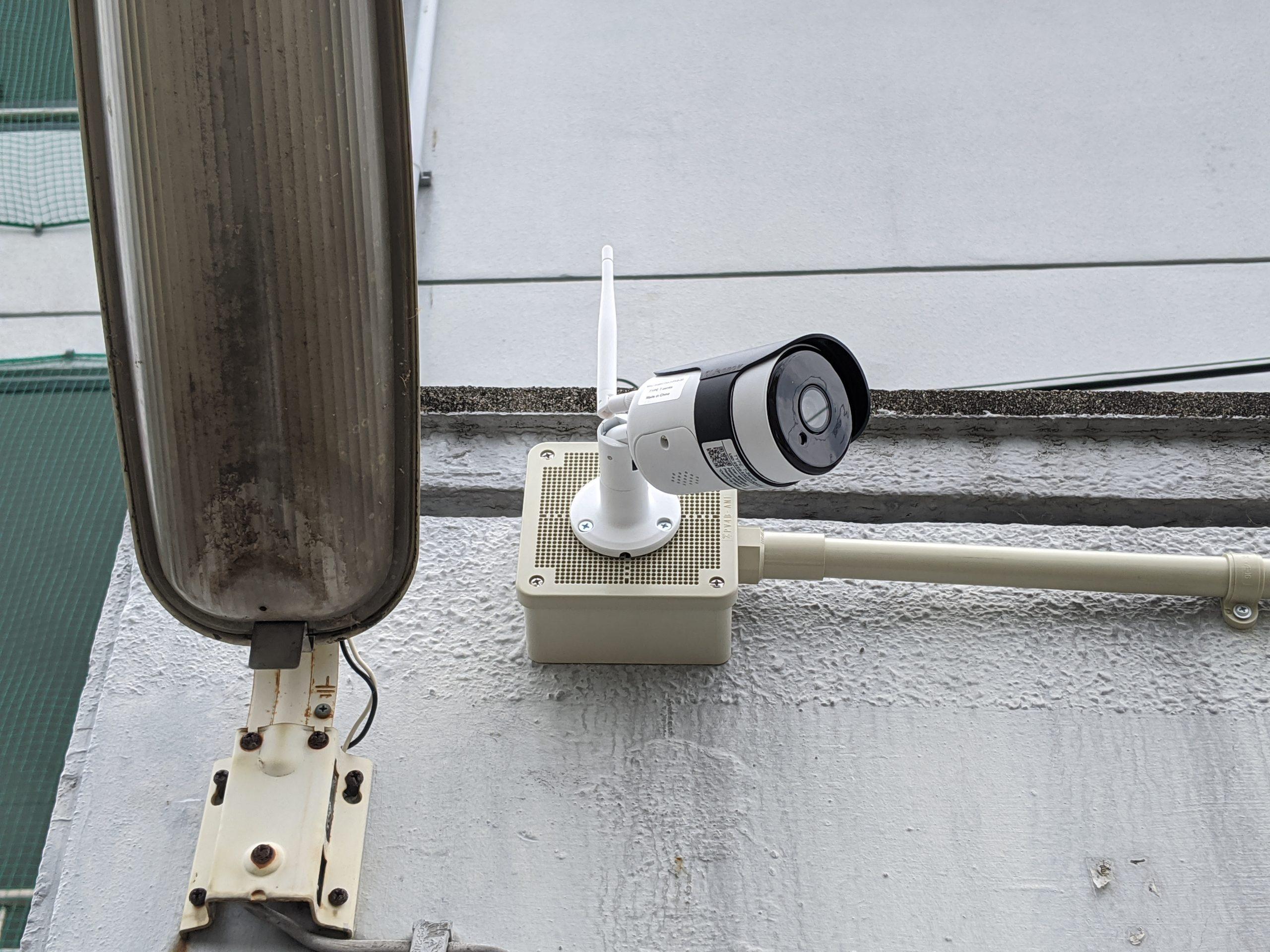 監視カメラ本体を設置