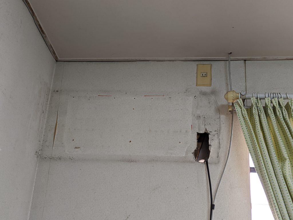 古いエアコンの室内機取り外し