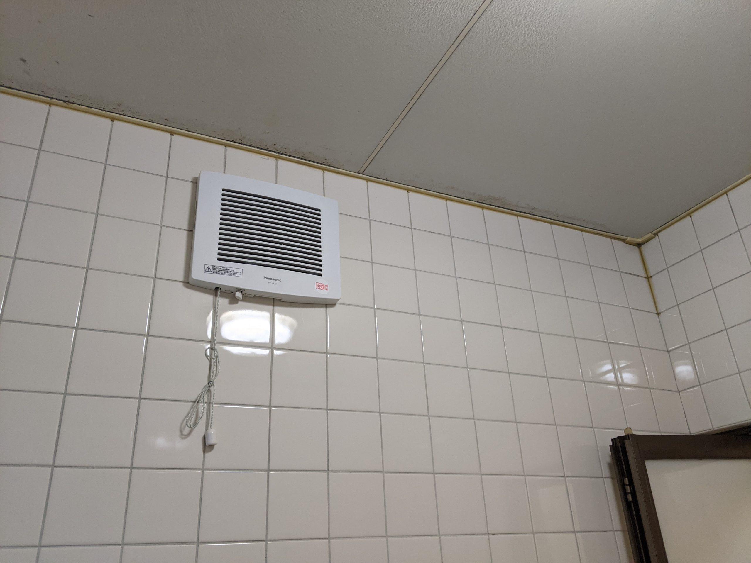 壁付けの換気扇を取替修理です