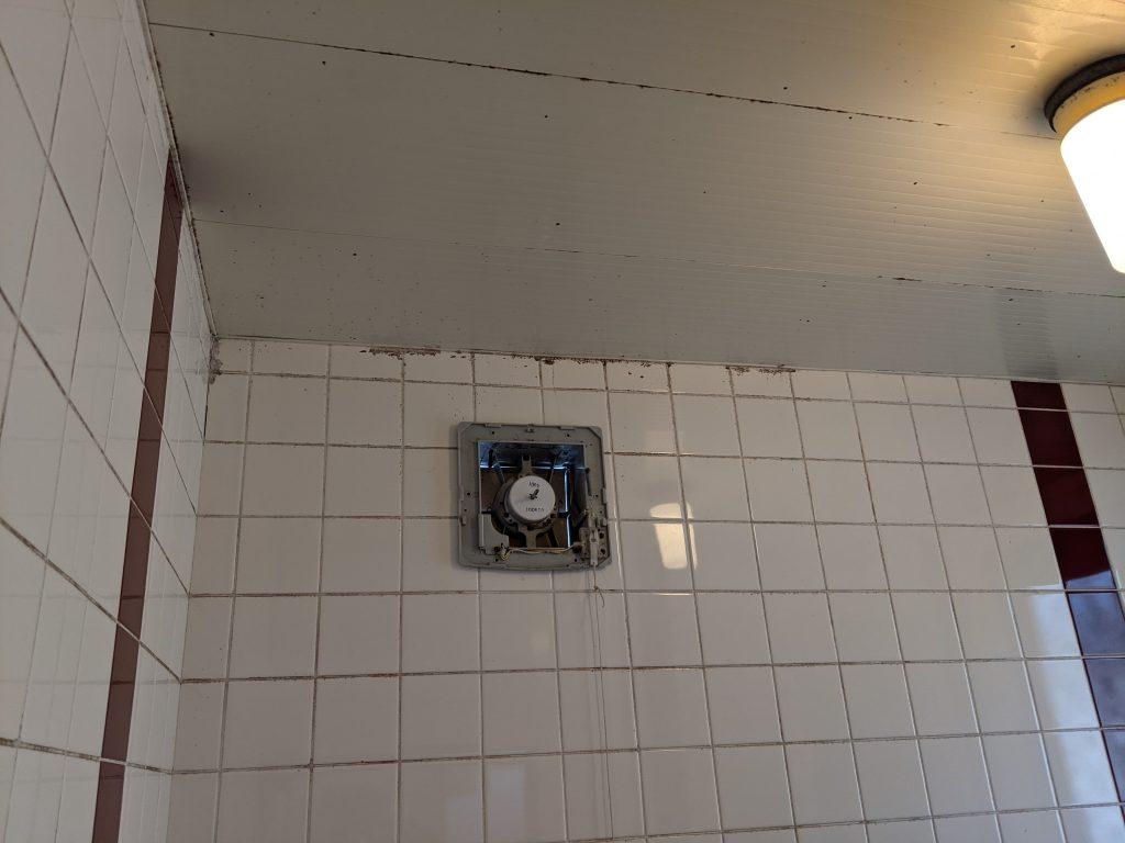 古い壁付け換気扇